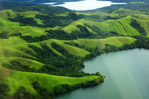 tak jarang banyak sekali para wisatawan dalam negeri dan mancangera jauh datang kesini hanya demi menikmati pemandangan indah dari danau ini