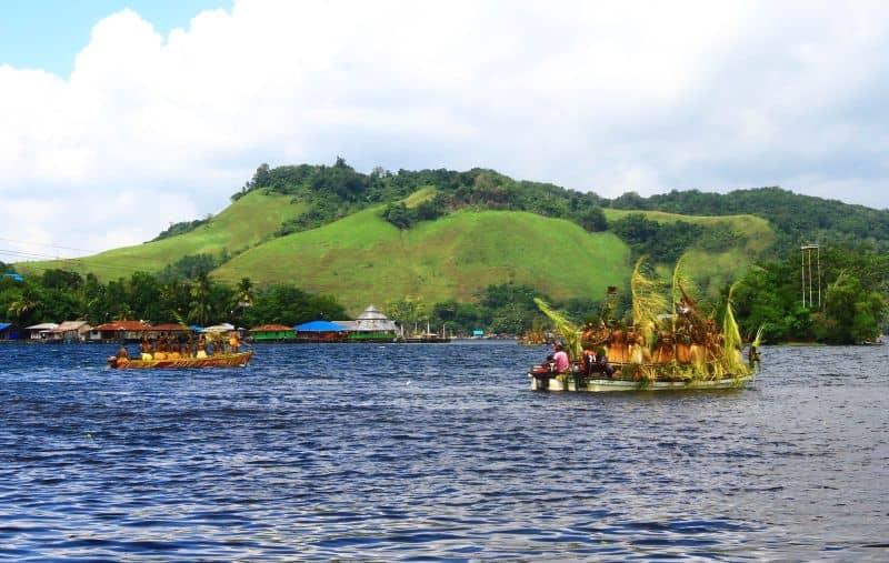 nah guys tau ngak danau sentani ini merupakan danau vulkanik dan sumber air sentani berasal dari 14 sungai besar dan kecil dengan satu muara