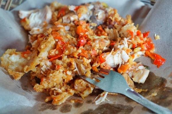 rasa pedasnya yang pas dipadu dengan daging ayam sangat lembut membuat saya jatuh cinta kuliner jogja satu ini